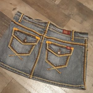 Hot kiss jean skirt with detail embroidered thread